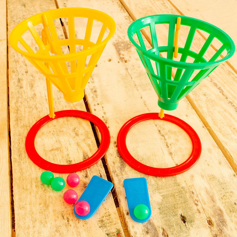 Korbballspiel mit zwei Körben